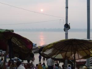 leve de soleil sur le Gange