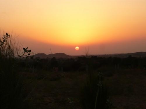coucher de soleil dans le desert