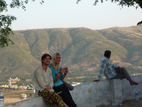 Björn et Malin d'un point de vue au dessus de Pushkar