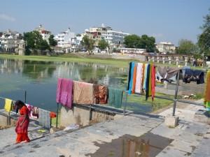 Les lavandières d'udaipur (vue l'eau ca donne envie de laver son linge)