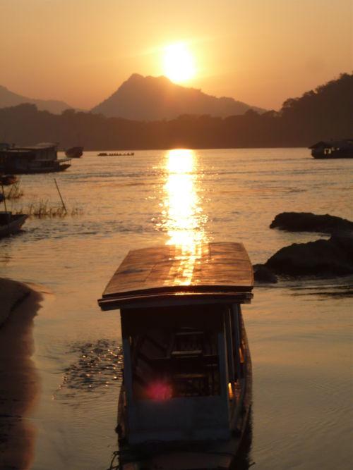 Couché de soleil sur le mékong