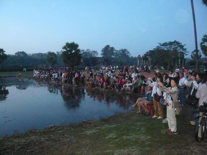 levé de soleil sur Angkor Wat on etait presque tout seul !!!!!
