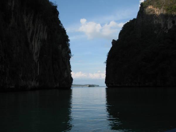 l'entrée de Phi Lay Bay.
