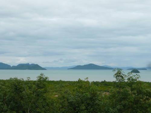 La mangrove et les iles à l'est de Koh Lanta.