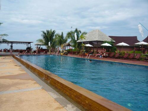 La piscine de l'hôtel.
