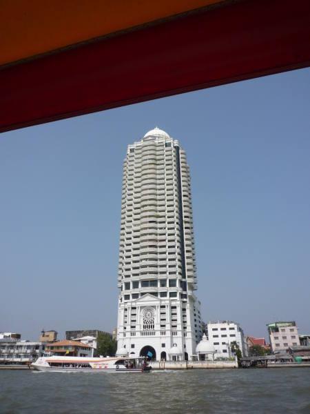 Une des tour construite au bord du fleuve !