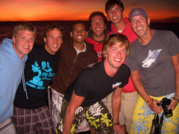 Photo de groupe devant le couché de soleil !