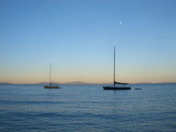 Levée de soleil sur les bateaux autour de nous !