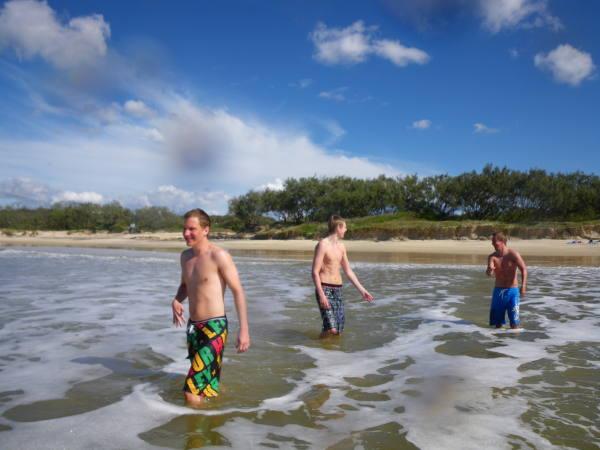 baignade sur la plage de Noosa !!